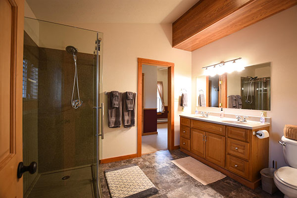 Upstairs Bathroom at Golden Stone Cabin