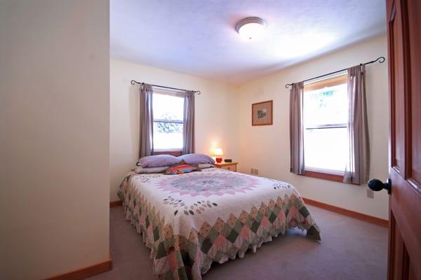 Single Queen Bedroom at Golden Stone